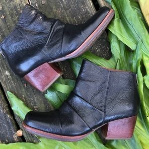 Kork-Ease Kissel ruched black leather ankle boots